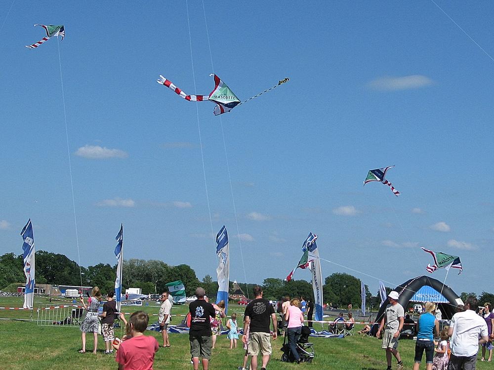 Drachten_Vliegerfestival_Mascotte-vlieger 2